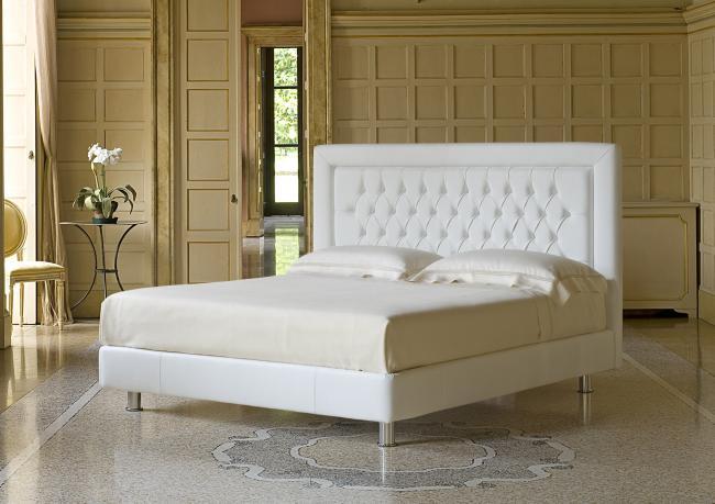 Poetic deep buttoned Bed - Berto Salotti